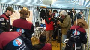 Erich Pröll filmt die Crew beim morgendlichen Briefing