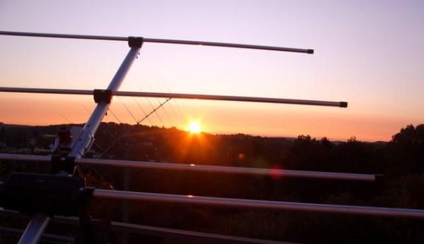 Sonnenaufgang am Lustbühl im Vordergrund einer der vielen Funkantennen