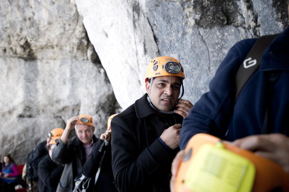 Nach dem Sicherheitsbriefing gibt es eine gemeinsame Höhlenbesichtigung für alle Experimentatoren (c) OEWF (Katja Zanella-Kux)