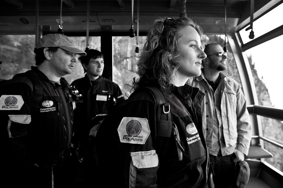 Auf dem Weg zur Höhle am ersten Aufbau- und Testtag (c) OEWF (Katja Zanella-Kux)