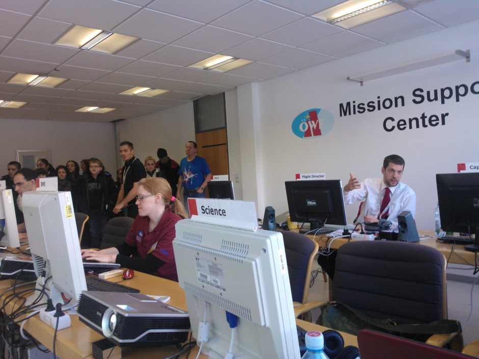 Group of school children gets tour of Mission Support Center in full operation. (c) OeWF (Jarno Peschier)