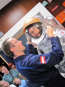 Donning Aouda.X mit malaysischen AstronautenSheikh Muszaphar Shukor