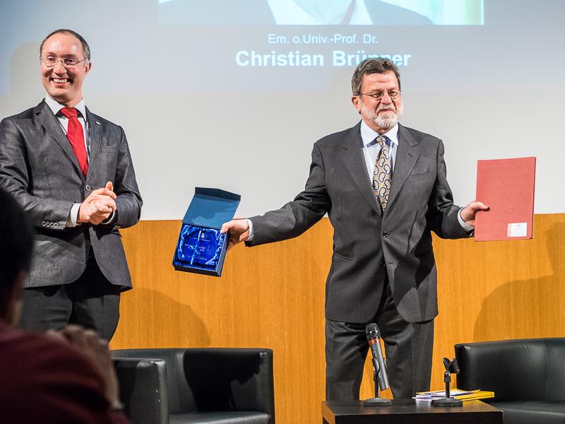 Interview mit Polarsternpreisträger 2015 Em. Univ.-Prof. Dr. Christian Brünner