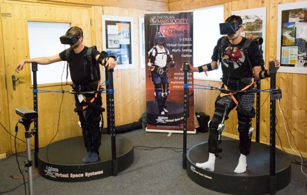 Analog Astronauten Stefan und Kartik führen das VEMES-Experiment durch (c) OeWF (Claudia Stix)