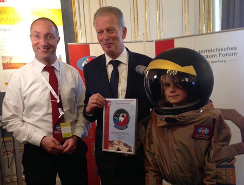 Dr. Gernot Grömer mit Vizekanzler Dr. Reinhold Mitterlehner
