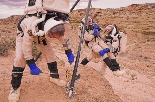 AustroMars: Bergungsversuch von Analog-Astronauten mit einem Zweibein / Bergungsexperiment (c) ÖWF (Andreas Köhler)