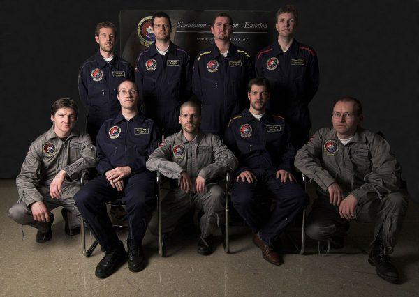 AustroMars Crew (dunkelblaue Overalls) und Backup Crew (graue Overalls) (c) ÖWF (Andreas Köhler)