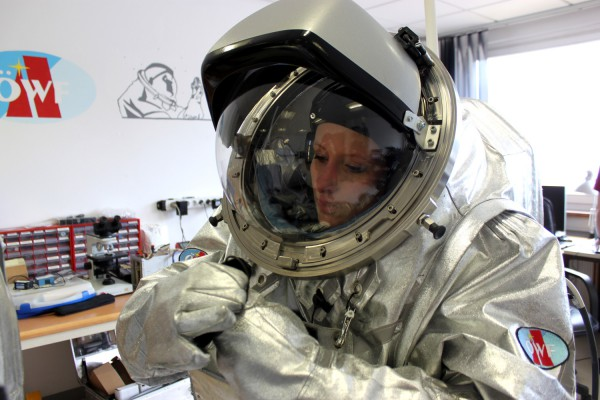 Carmen Koehler in the Aouda.S suit, training a procedure