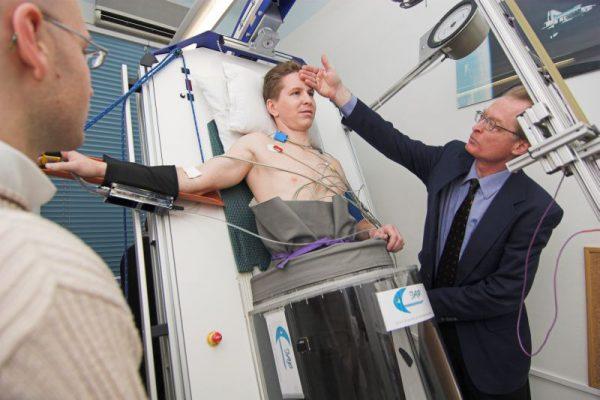 Ein Analog-Astronauten Kandidat während des LBNP Tests (c) ÖWF (Andreas Köhler)