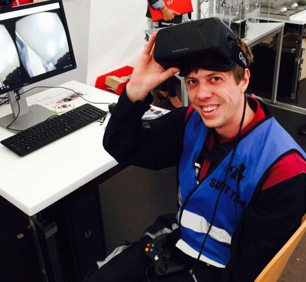 Daniel spaziert dank der virtuellen Realität auf dem Mars (c) ÖWF