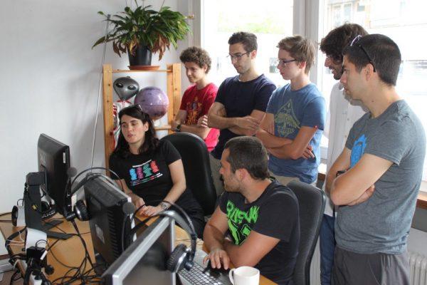 Alle Teilnehmer der Coding-Week bei einer kurzen Besprechung (c) ÖWF