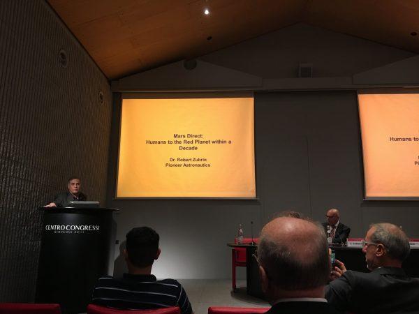 Der Auftakt zur Konferenz mit Dr. Zubrins Vortrag zu Mars Direct (c) ÖWF / Sophie Gruber