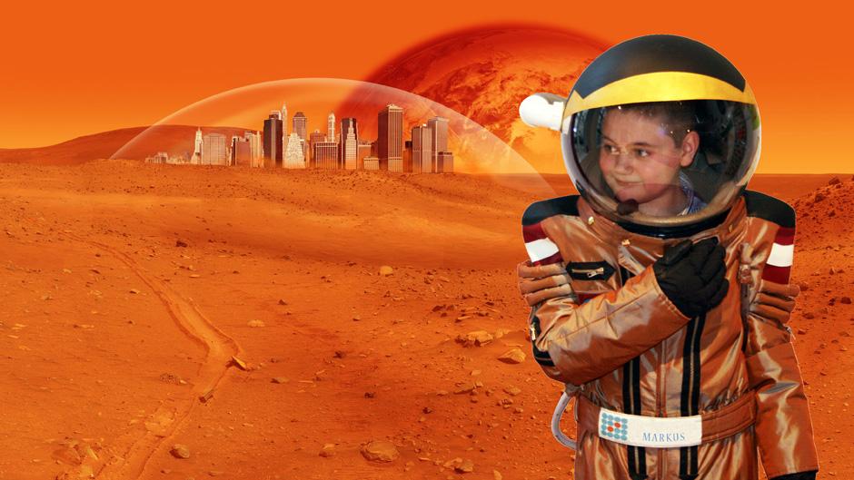 Kinderraumanzug am Mars! (c) Lykeion (Doris Miklauschina)
