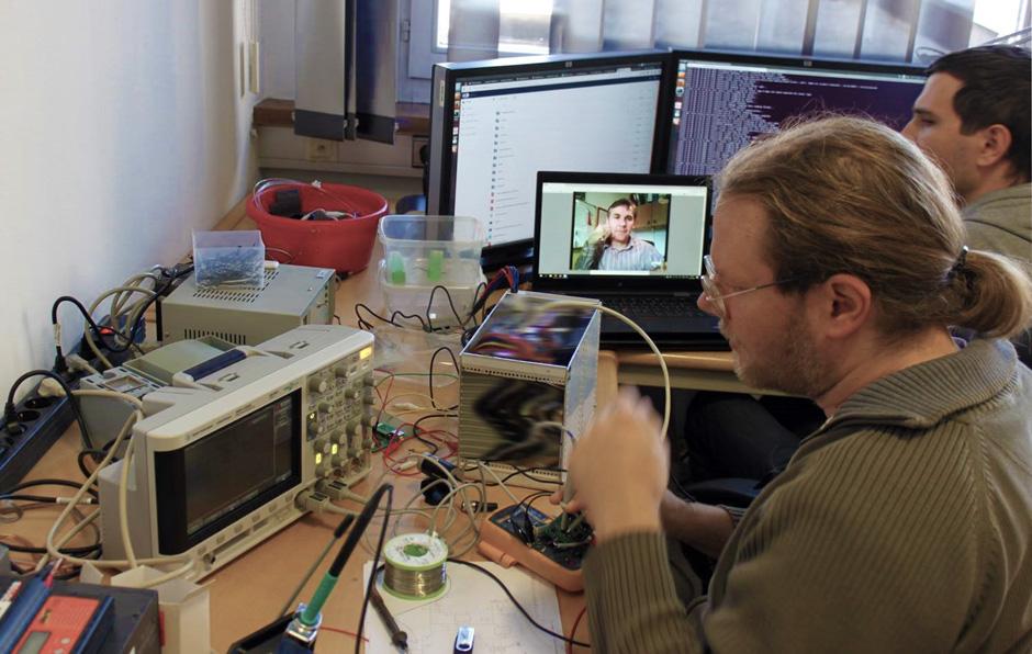 Telecon während Sensor-Reparatur