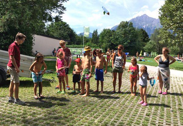 Wasserraketen! Ich hatte mindestens ebenso viel Freude daran wie die Kinder.