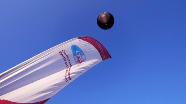 Mit 3,5 Meter pro Sekunde steigt der Ballon in die Höhe