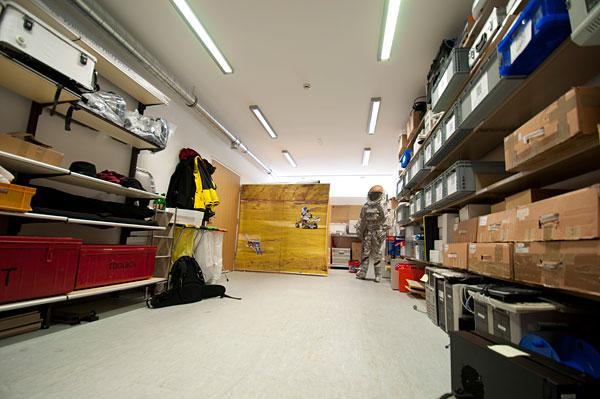 Tour durch das neue Raumanzugslabor / Integrationswochende 01-2012