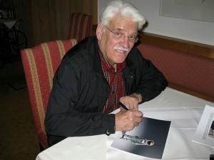 Jesco von Puttkamer signiert Bild von ÖWF Marsanzug Aouda