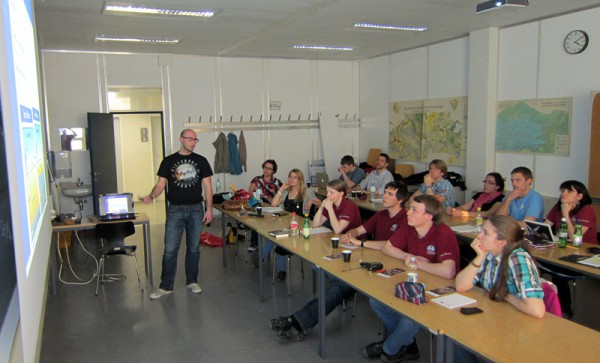 Luca Foresta explains geophysical methods to the participants