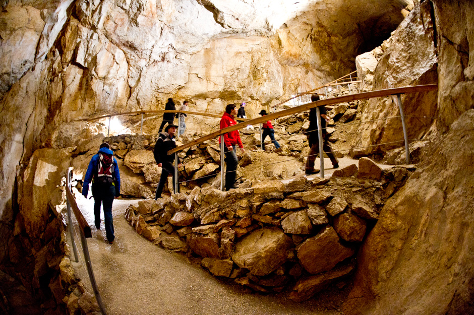First cave tour for OEWF team to choose the best locations for the upcoming tests (c) OEWF (Katja Zanella-Kux)