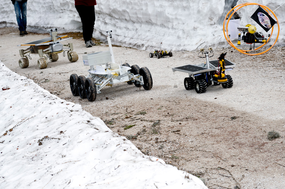 Fight of the robots ;-) all rover & flying vehicules on their way to the  OPS (c) OEWF (Katja Zanella-Kux)