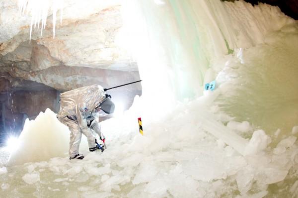 Eisprobenentnahme im Tristan Dome. (c) OEWF (Katja Zanella-Kux)