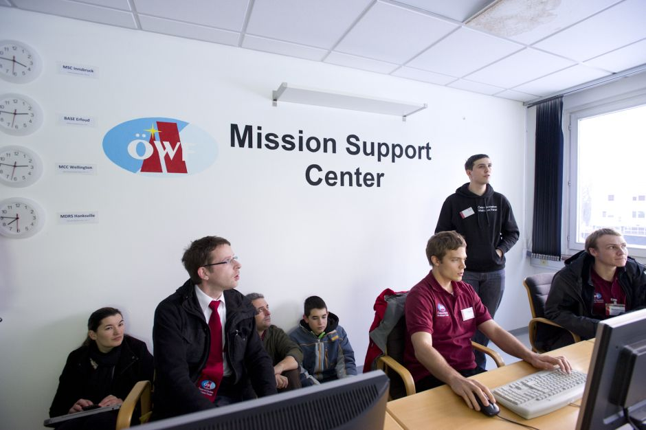 Mars2013 team members at the Mission Support Center in Innsbruck (c) OeWF (Katja Zanella-Kux)