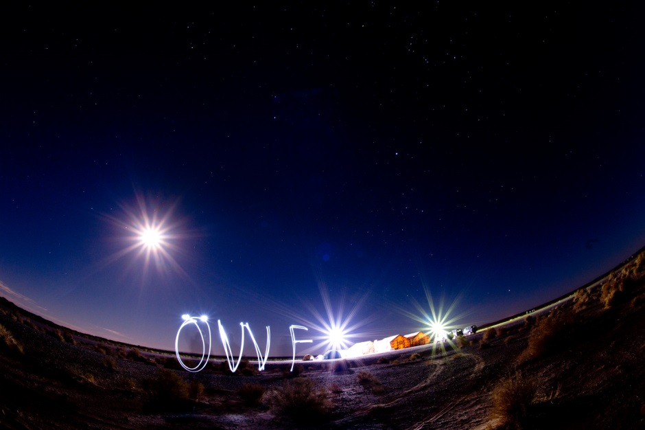 ÖWF Mars desert camp at night, with light logo (c) OeWF (Katja Zanella-Kux)