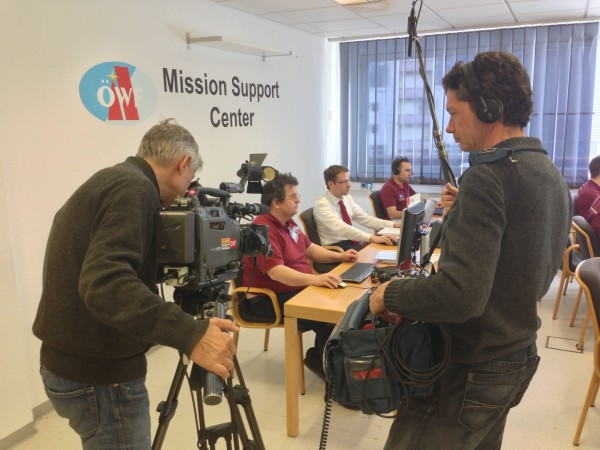 An ORF camera team visits the Mission Support Center. © OeWF (Matthias Schmitt)