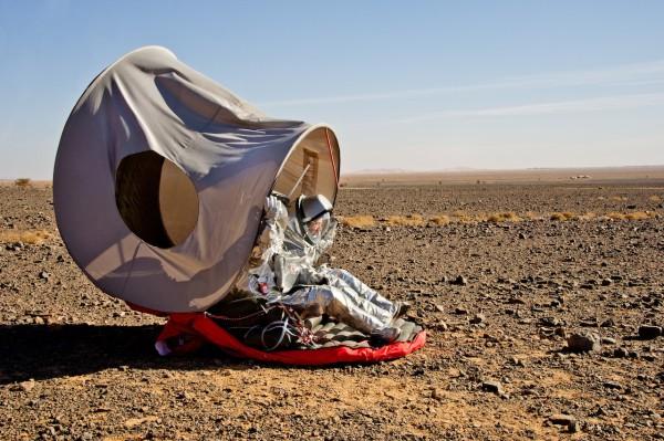 Two analogue astronauts in the deployable shelter. (c) OeWF (Katja Zanella-Kux)
