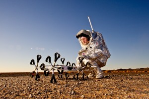Ungarischer Google Lunar X-Prize Rover mit dem Aouda.X Mars-Anzug. © ÖWF (Katja Zanella-Kux)