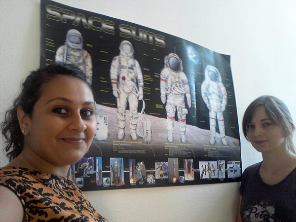 Sara Berrada (left) & Melissa Achorner at the Spacesuit Lab in Innsbruck (c) OeWF (Sara Berrada)