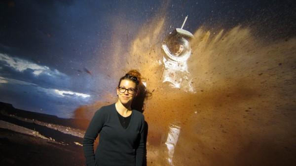 Katja Zanella-Kux vor ihrem preisgekröntem MARS2013 Bild