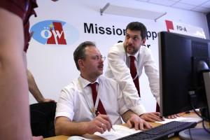 Die MSC Flight Operators - geleitet durch den Flight Director- müssen oft unter Druck wesentliche Entscheidungen treffen. Im ÖWF lernen Sie die dafür notwendigen Fähigkeiten.