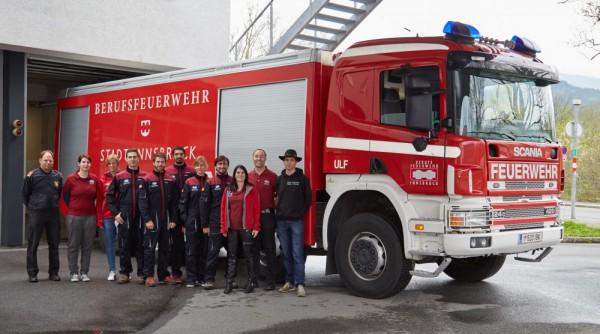 Group photo with fire brigade (c) OeWF (Paul Santek)