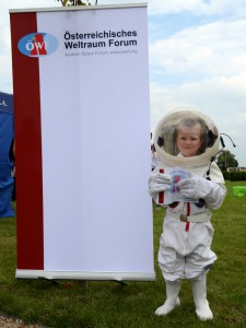 ERC Childern astronaut with certificate