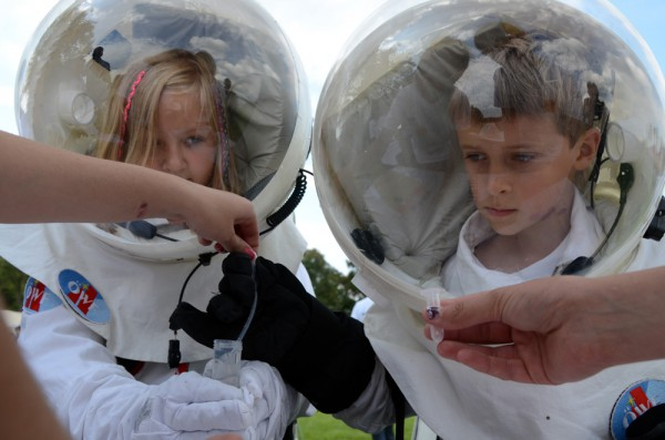 ERC2015 children astronauts conducting chemical experiment