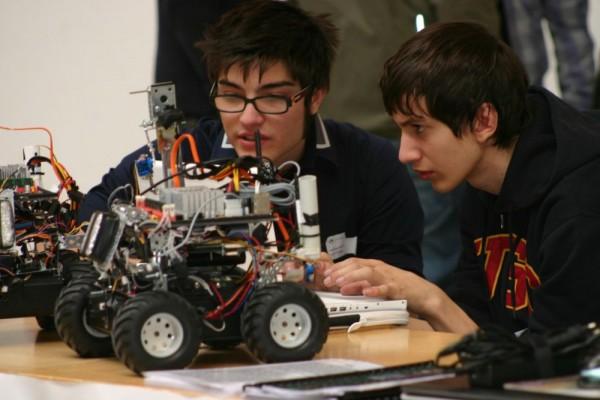 Junge Uni Aktivitäten: Roboter bauen & Programmieren