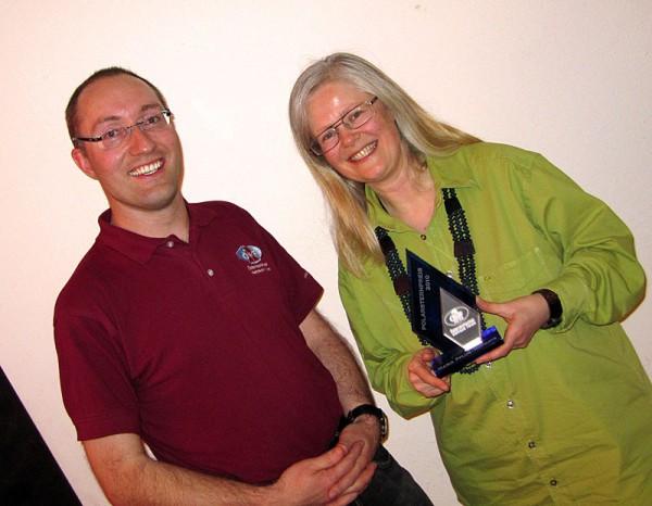 ÖWF-Obmann Dr. Gernot Grömer und Maria Pflug-Hofmayr bei der Verleihung des ÖWF Polarsternpreis 2010 (c) ÖWF