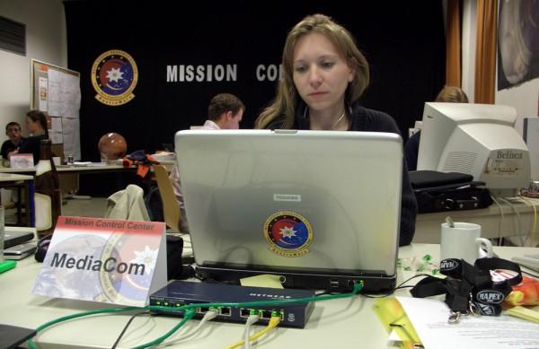Daniela Scheer im Missionskontrollzentrum in Salzburg