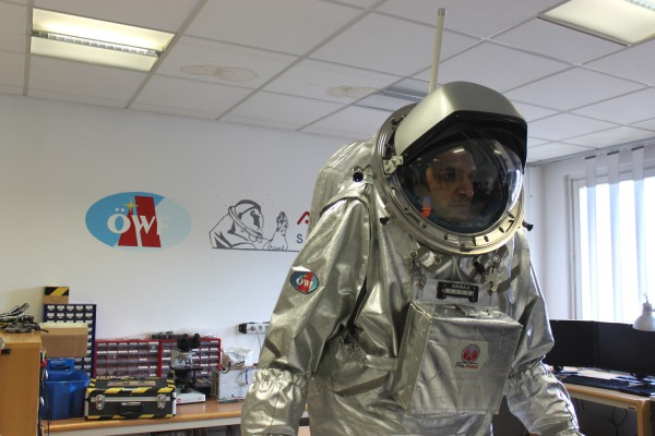 Mini-Sim underway: Analog astronaut Kartik Kumar inside the Aouda.S spacesuit simulator