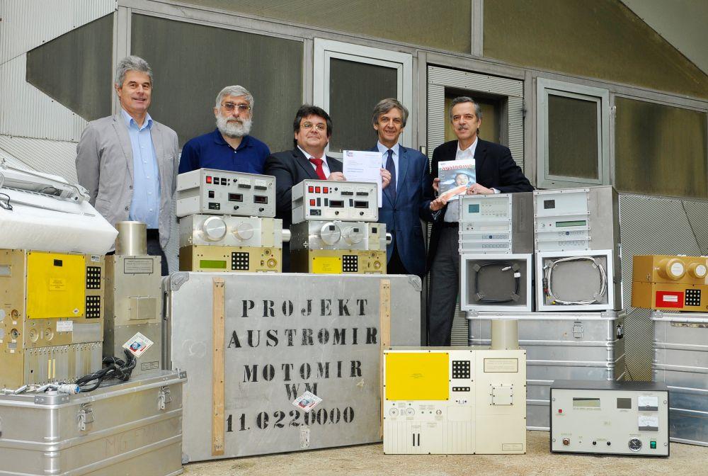 Übergabe der Geräte der Austromir-91 Mission an das ÖWF
