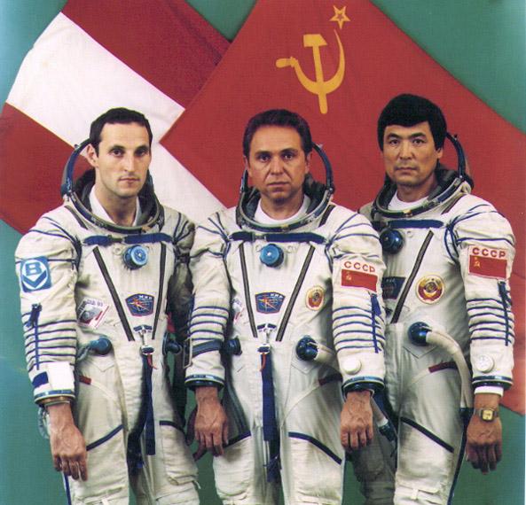 Die Crew der Austromir-91 Mission. Im Bild v.l.n.r.: Franz Viehböck, Aleksandr A. Volkov und Toktar O. Aubakirov (c) Bundesministerium für Bildung, Wissenschaft und Kultur