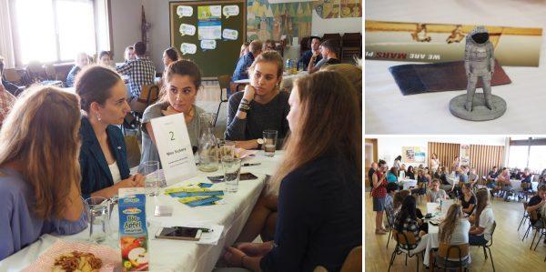 """Beim fti...remixed Speeddating: rechts unten: SchülerInnen vertieft im Gespräch mit ExpertInnen; rechts oben: Ein paar Forschungsgegenstände erleichtern den Gesprächseinstieg; links: """"Mein Tisch""""... zum Zeitpunkt des Fotos eine Mädelsrunde © fti…remixed"""