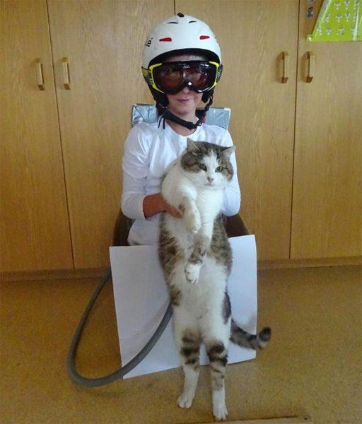 Zukünftiger Astronaut mit Haustier