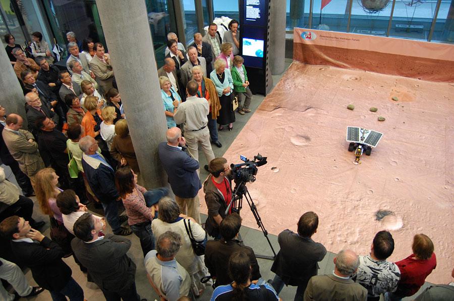 Dignity Mars Rover im AEC