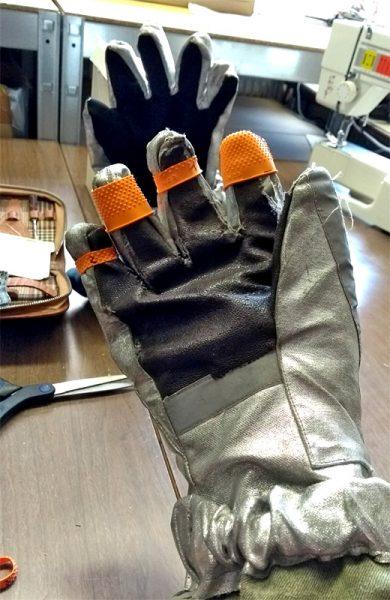 Der Handschuh Prototyp mit dem Gummi-Fingerkuppen