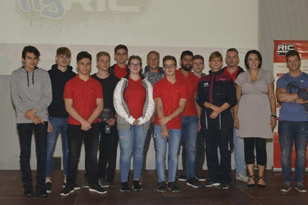 Gruppenfoto mit Lehrlingen & Projektleiterin RIC GmbH (2. von rechts) (c) ÖWF (Gerhard Grömer)