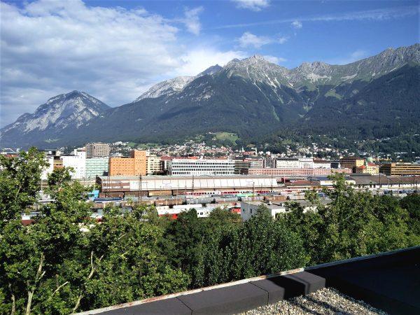 Blick über Innsbruck in Richtung Nordkette.