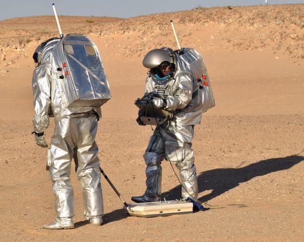 ouda.X and Aouda.S working with the Italian ScanMars experiment (Università degli Studi di Perugia) during AMADEE-18 Mission im Oman (c) OeWF